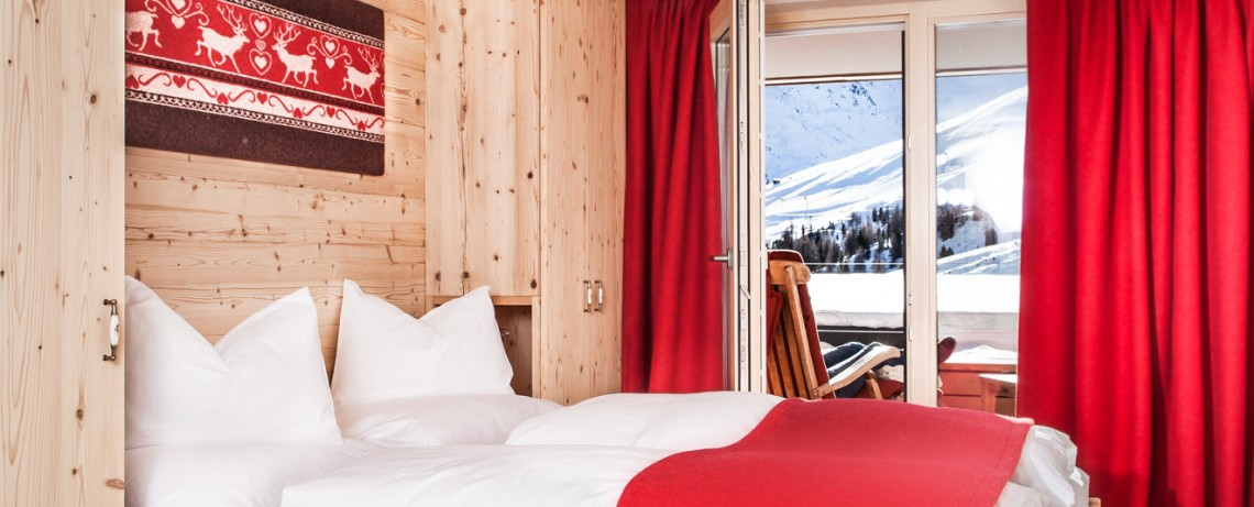 Bettnische im Heimatgfühl mit Ausblick auf die Berge