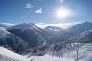 Skifahren bei Sonne im April