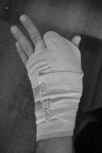 Hand mit Verband