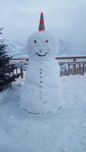 Schneemann vorm Alpenfriede
