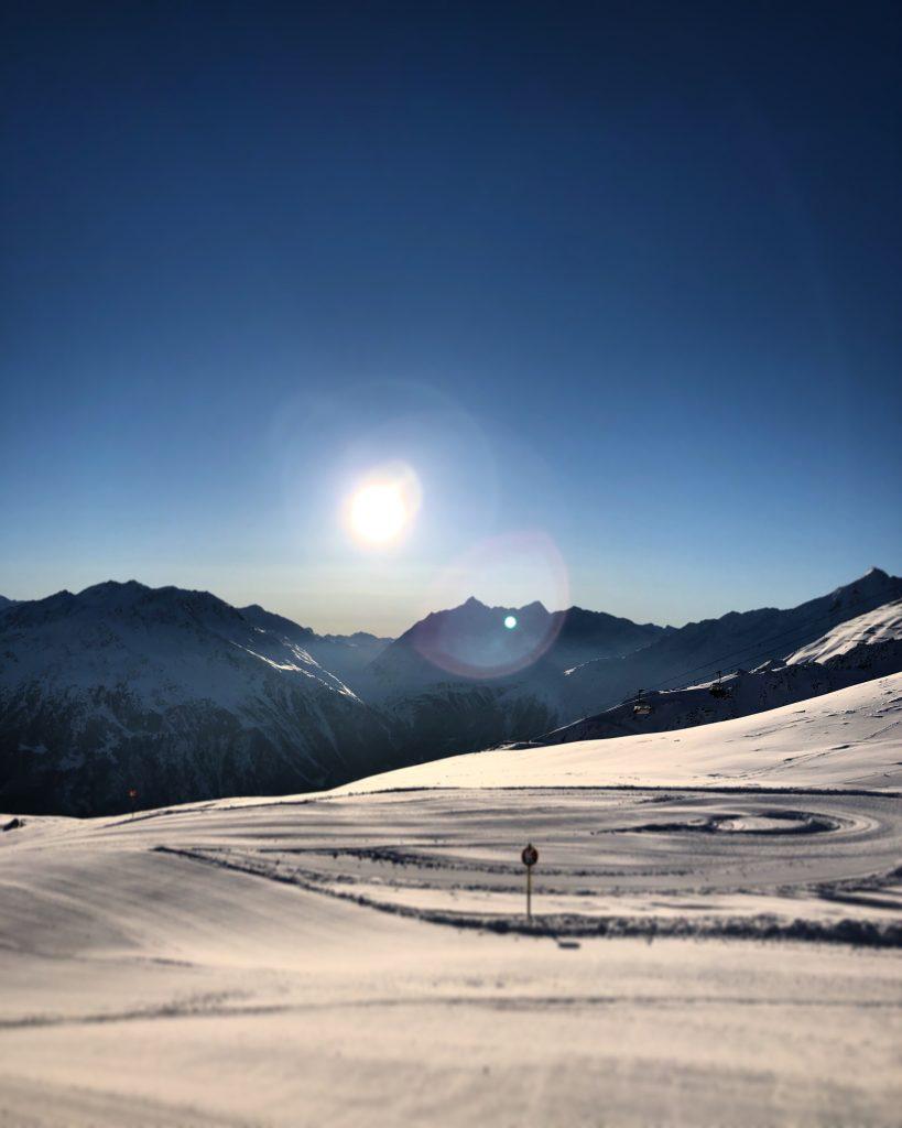 Skifahren am Morgen