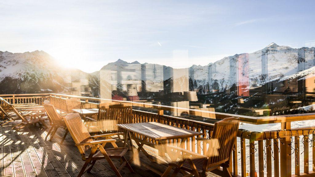 Sonnenterrasse im Hotel Alpenfriede mit Blick auf Gurgel